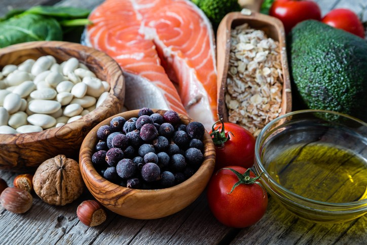 Patients with SLE are at high risk of developing cardiovascular disease; a heart-healthy diet that is rich in fruits, vegetables, whole grains, lean protein, and fatty fish can help reduce the risk.