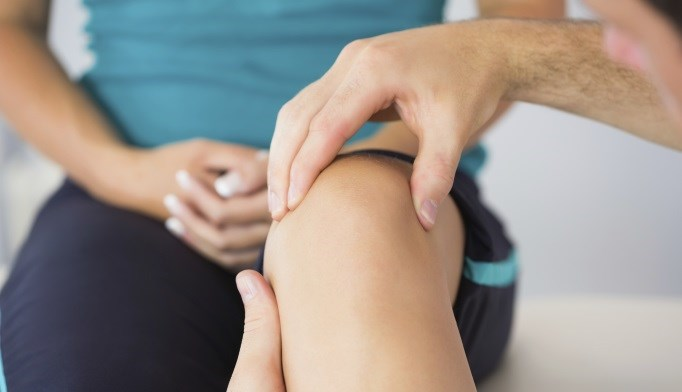 Recent research identifies spontaneous knee effusion as an additional primary symptom of Lyme disease.