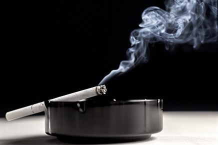 Smoking Status Inversely Linked to Primary Sjogren Syndrome