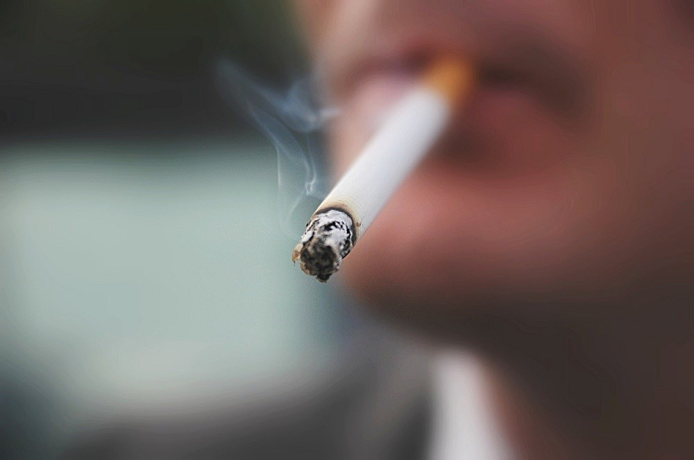 Smoking was associated with an increase of 0.64 units in the patient global score compared with nonsmoking.
