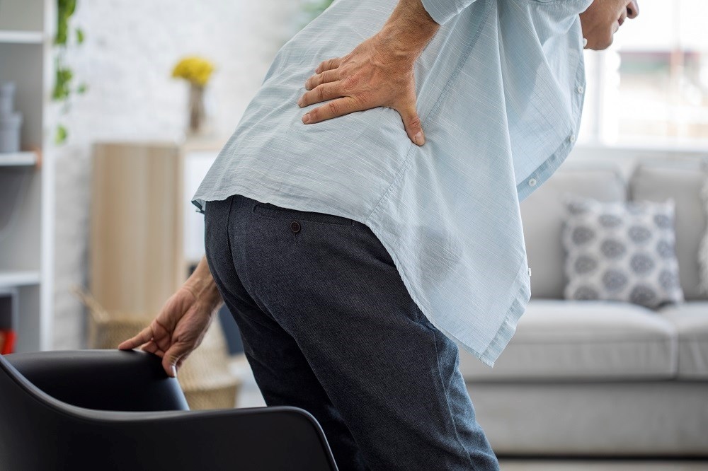 Elevated intensity of back pain was associated with lower health-related quality of life and increased work productivity loss in patients with suspected axial spondyloarthritis.