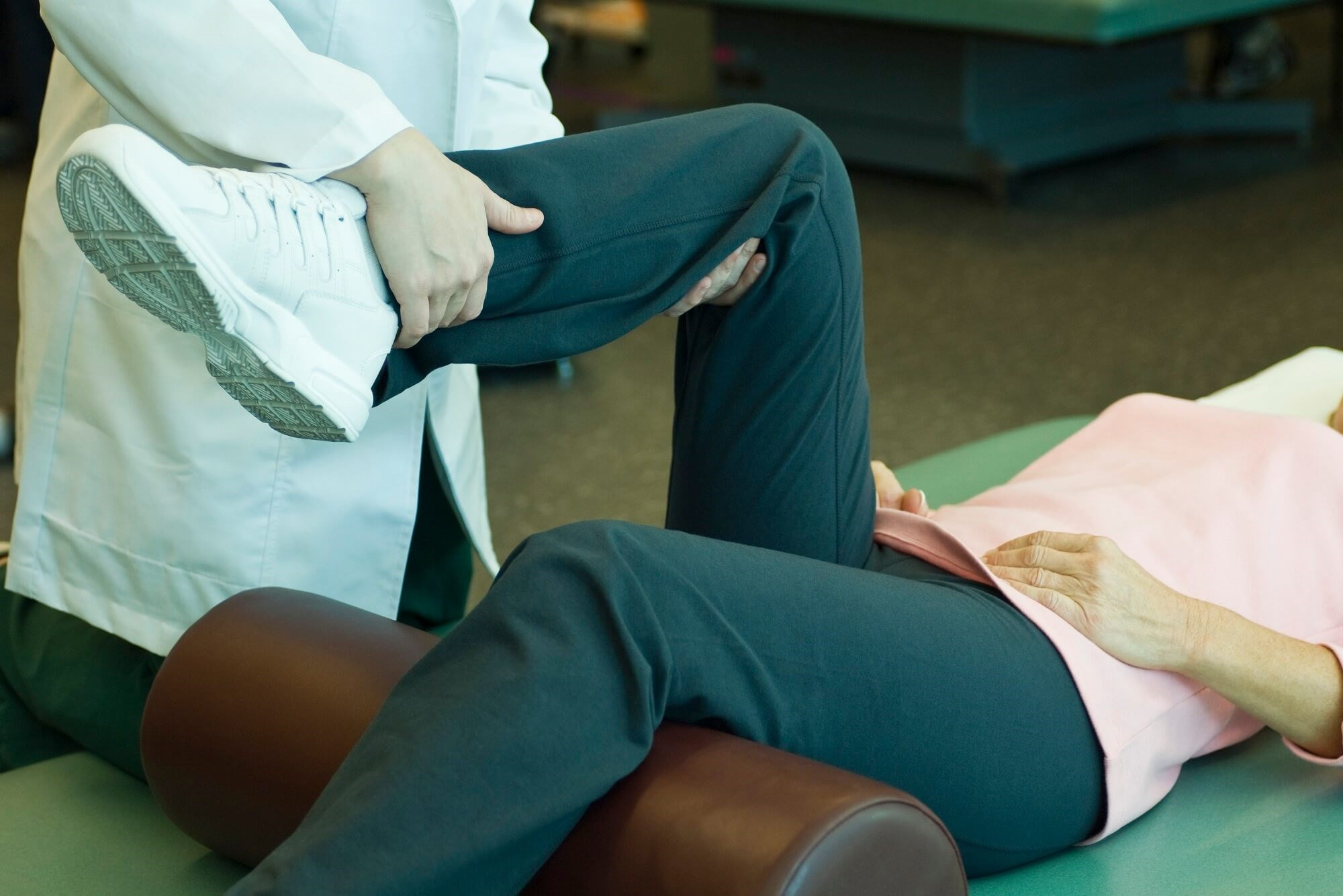 Physical Therapy, Surgery Provide Similar Pain Relief After Meniscal Tear With OA