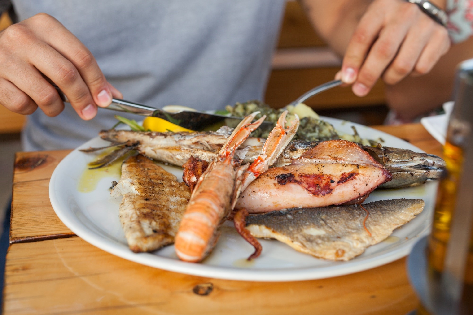 Study data do not provide evidence to recommend fish or omega-3 fatty acid intake to those at risk for RA.